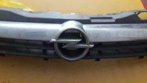 Opel Astra H решетка радиатора